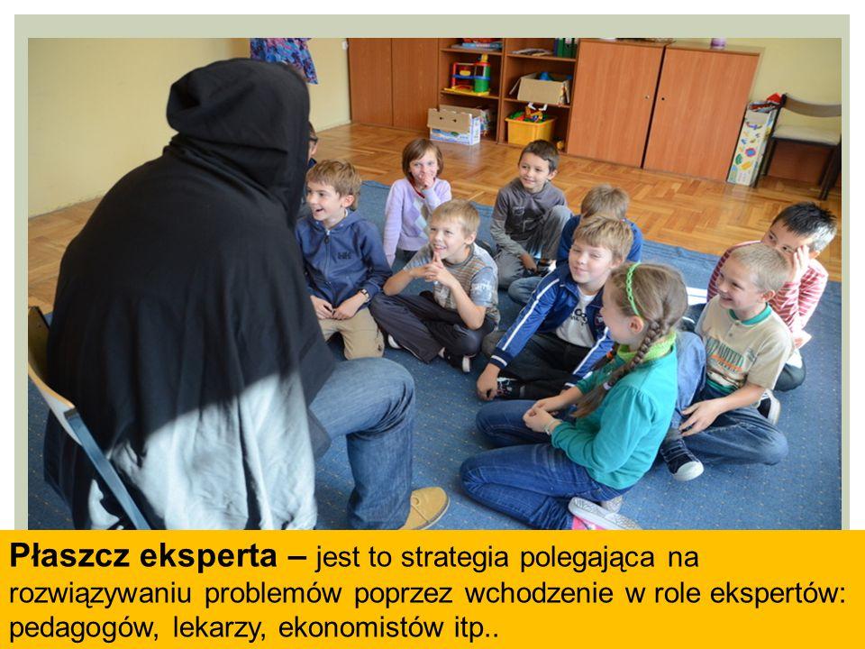 Płaszcz eksperta – jest to strategia polegająca na rozwiązywaniu problemów poprzez wchodzenie w role ekspertów: pedagogów, lekarzy, ekonomistów itp..