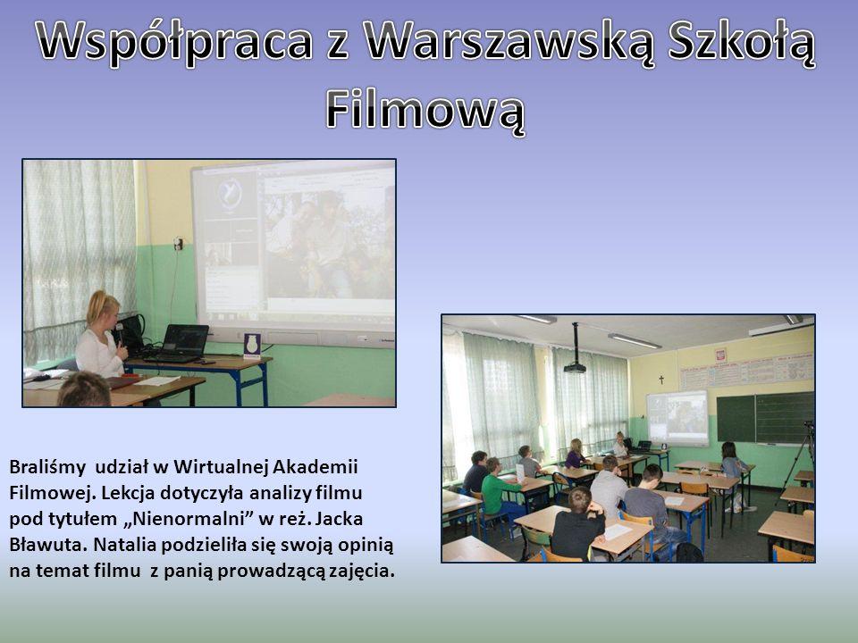 """Braliśmy udział w Wirtualnej Akademii Filmowej. Lekcja dotyczyła analizy filmu pod tytułem """"Nienormalni"""" w reż. Jacka Bławuta. Natalia podzieliła się"""