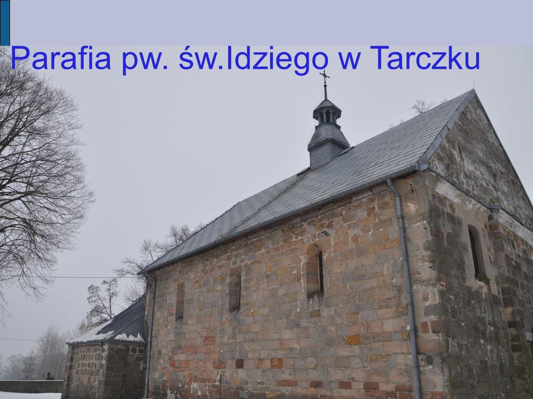 Tytuł Tarczek położony jest w Górach Świętokrzyskich na północ od pasma Łysogór.