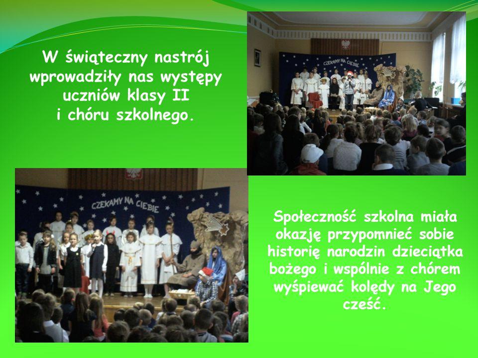 W świąteczny nastrój wprowadziły nas występy uczniów klasy II i chóru szkolnego.