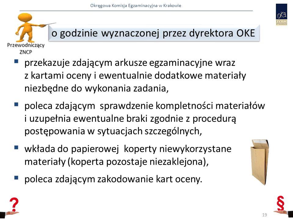Okręgowa Komisja Egzaminacyjna w Krakowie  przekazuje zdającym arkusze egzaminacyjne wraz z kartami oceny i ewentualnie dodatkowe materiały niezbędne do wykonania zadania,  poleca zdającym sprawdzenie kompletności materiałów i uzupełnia ewentualne braki zgodnie z procedurą postępowania w sytuacjach szczególnych,  wkłada do papierowej koperty niewykorzystane materiały (koperta pozostaje niezaklejona),  poleca zdającym zakodowanie kart oceny.