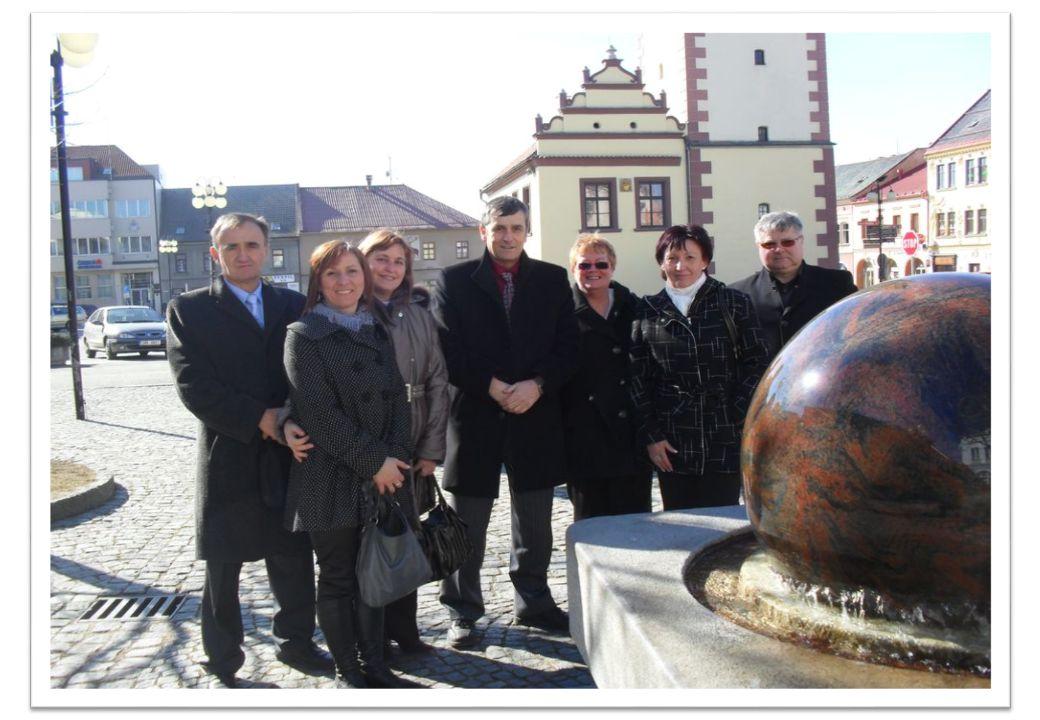 Czeska miejscowość leżąca w kraju hradeckim, zaledwie 10 kilometrów w linii prostej od polskiej granicy, jest dobrze skomunikowana.