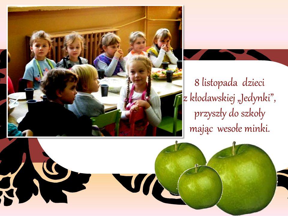 """8 listopada dzieci z kłodawskiej """"Jedynki , przyszły do szkoły mając wesołe minki."""