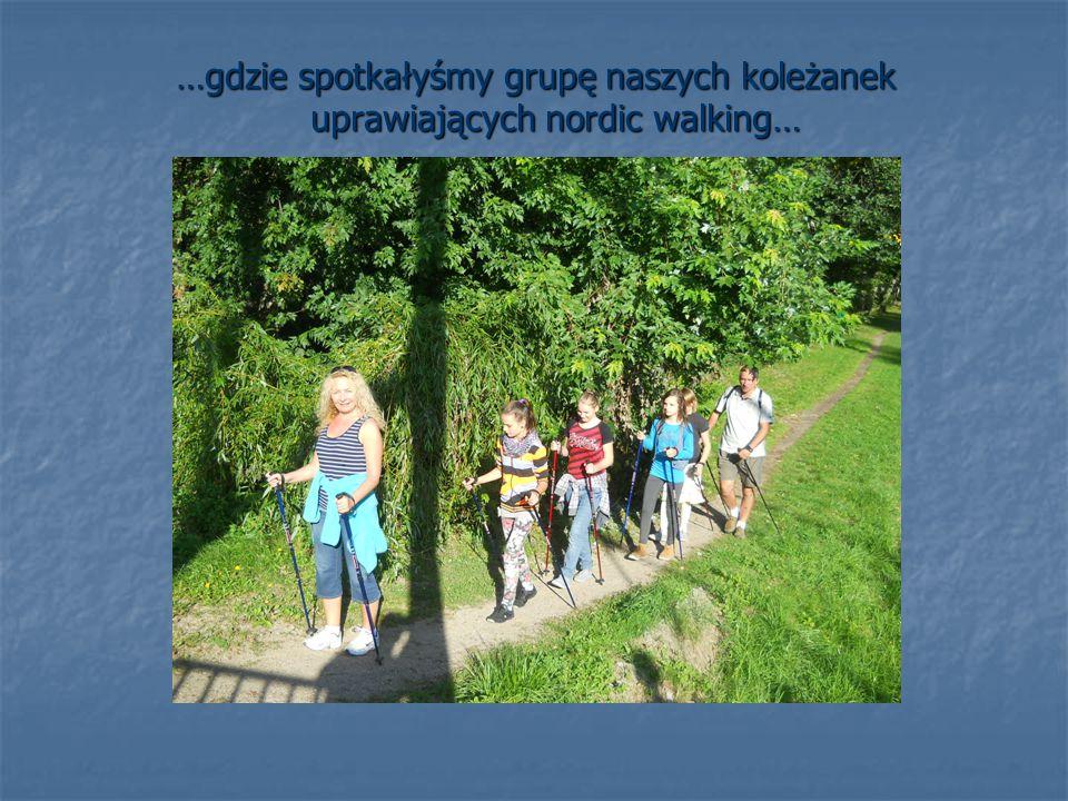 …gdzie spotkałyśmy grupę naszych koleżanek uprawiających nordic walking…