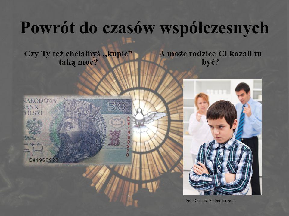 """Powrót do czasów współczesnych Czy Ty też chciałbyś """"kupić"""" taką moc? A może rodzice Ci kazali tu być? Fot. © emese73 - Fotolia.com"""