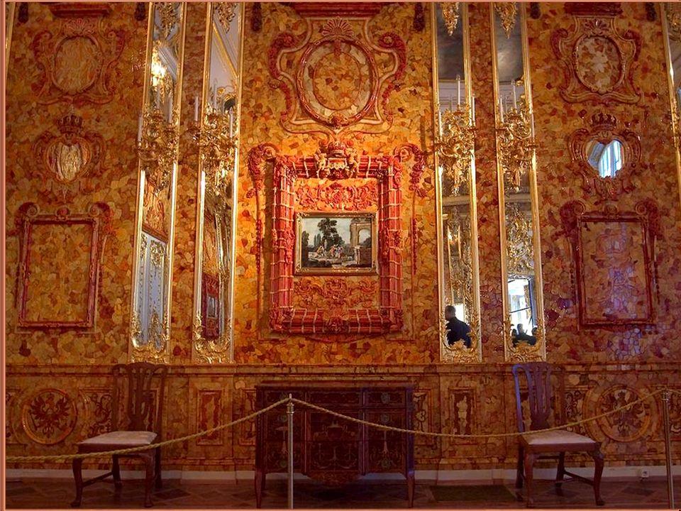 W 1701 Fryderyk I Hohenzollern zamówił wykonanie bursztynowego wystroju gabinetu w swoim podberlińskim pałacu Charlottenburg u mistrza bursztyniarskiego z Kopenhagi.