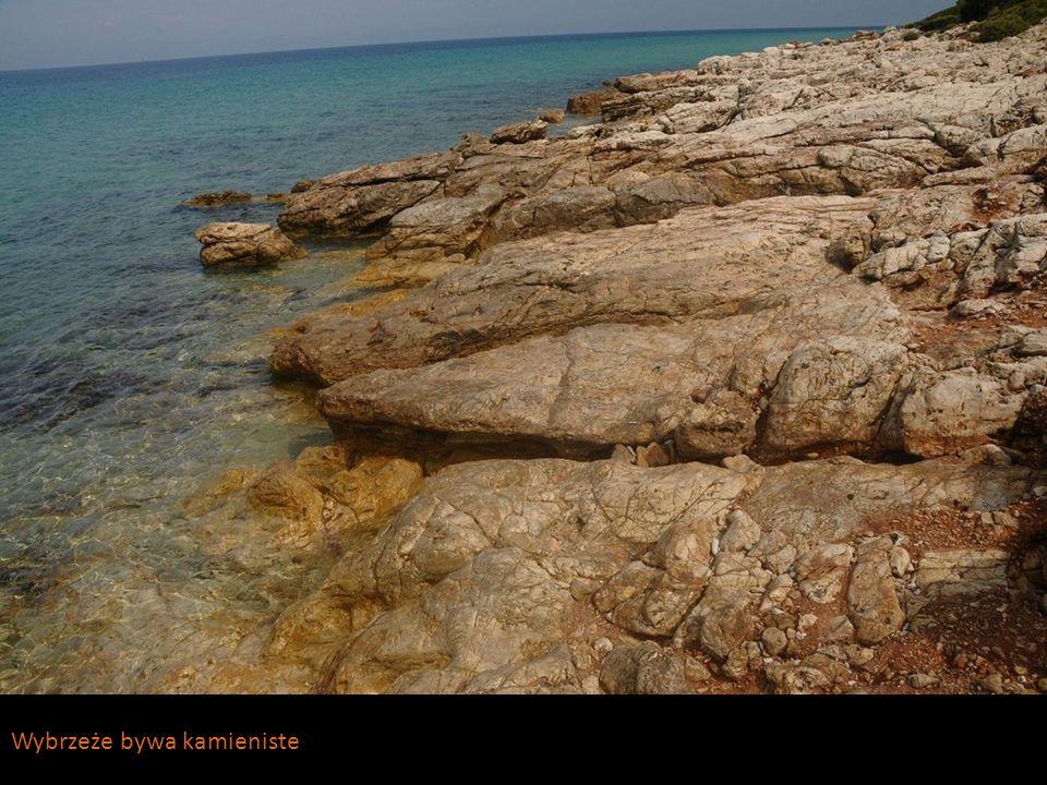 Wybrzeże bywa kamieniste