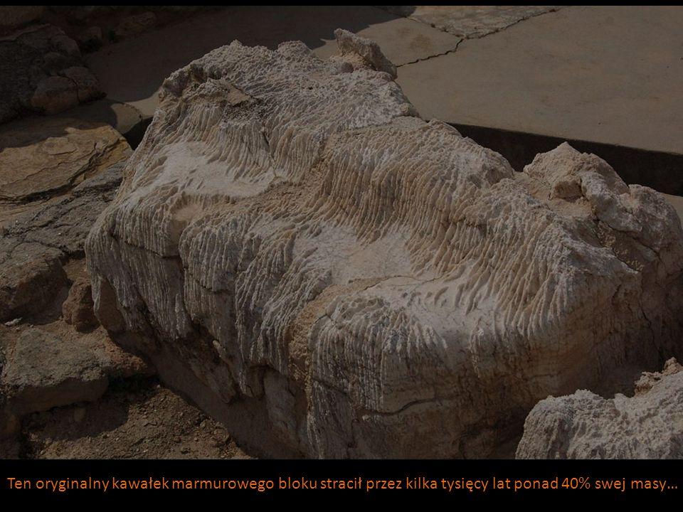 Ten oryginalny kawałek marmurowego bloku stracił przez kilka tysięcy lat ponad 40% swej masy…