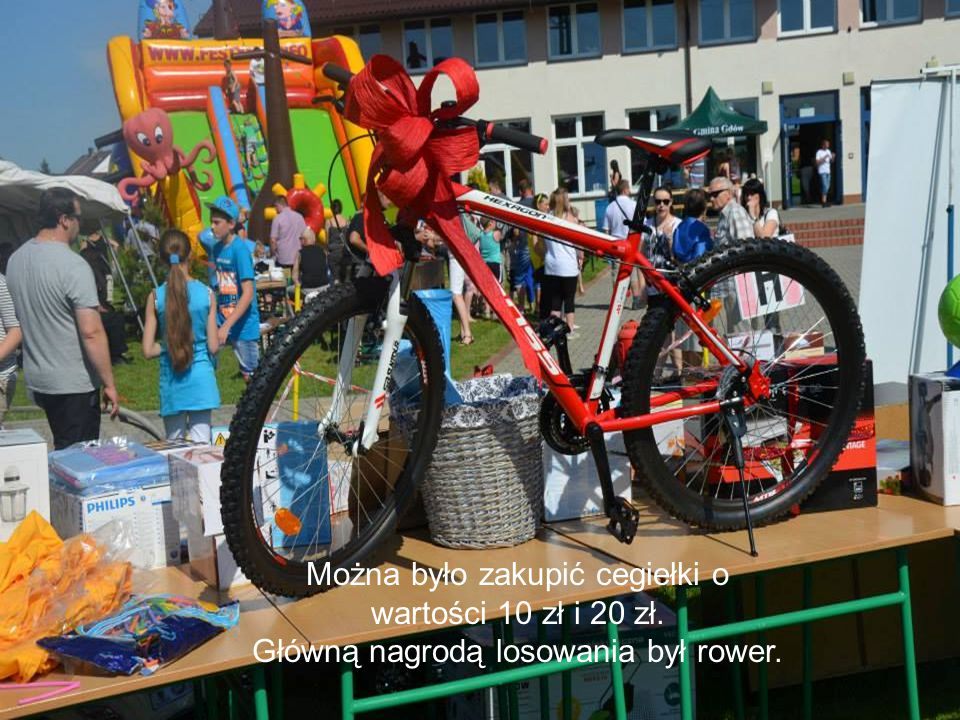Można było zakupić cegiełki o wartości 10 zł i 20 zł. Główną nagrodą losowania był rower.