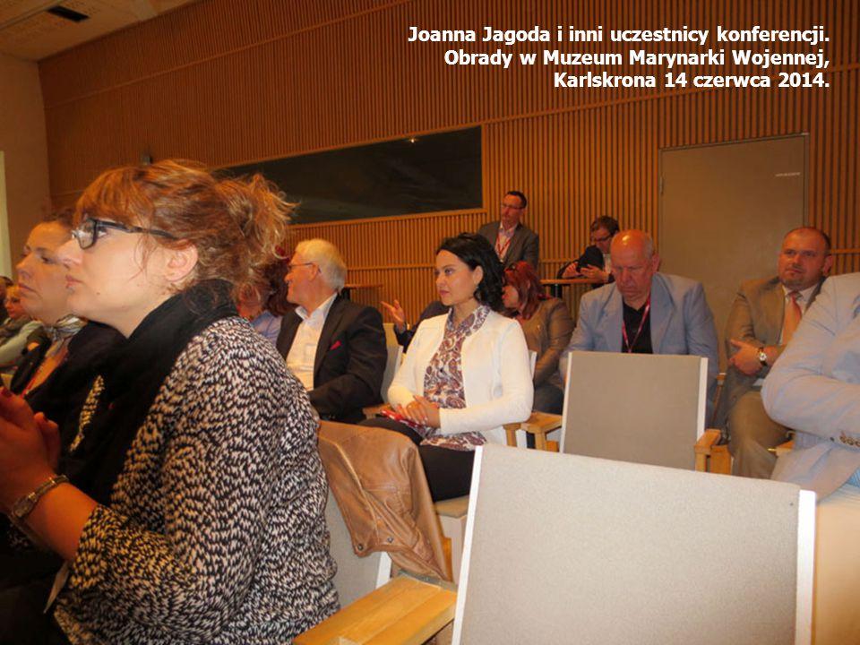 Joanna Jagoda i inni uczestnicy konferencji.