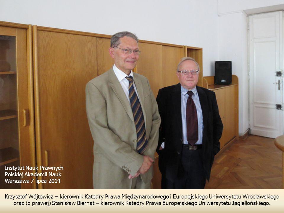 Krzysztof Wójtowicz – kierownik Katedry Prawa Międzynarodowego i Europejskiego Uniwersytetu Wrocławskiego oraz (z prawej) Stanisław Biernat – kierownik Katedry Prawa Europejskiego Uniwersytetu Jagiellońskiego.