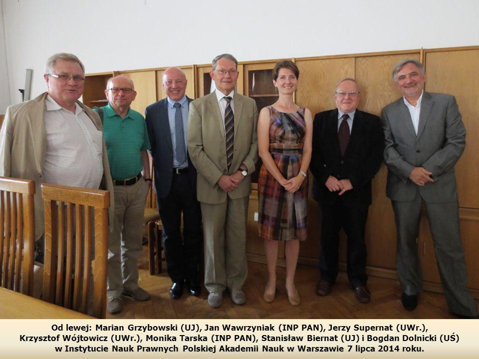Od lewej: Marian Grzybowski (UJ), Jan Wawrzyniak (INP PAN), Jerzy Supernat (UWr.), Krzysztof Wójtowicz (UWr.), Monika Tarska (INP PAN), Stanisław Biernat (UJ) i Bogdan Dolnicki (UŚ) w Instytucie Nauk Prawnych Polskiej Akademii Nauk w Warszawie 7 lipca 2014 roku.
